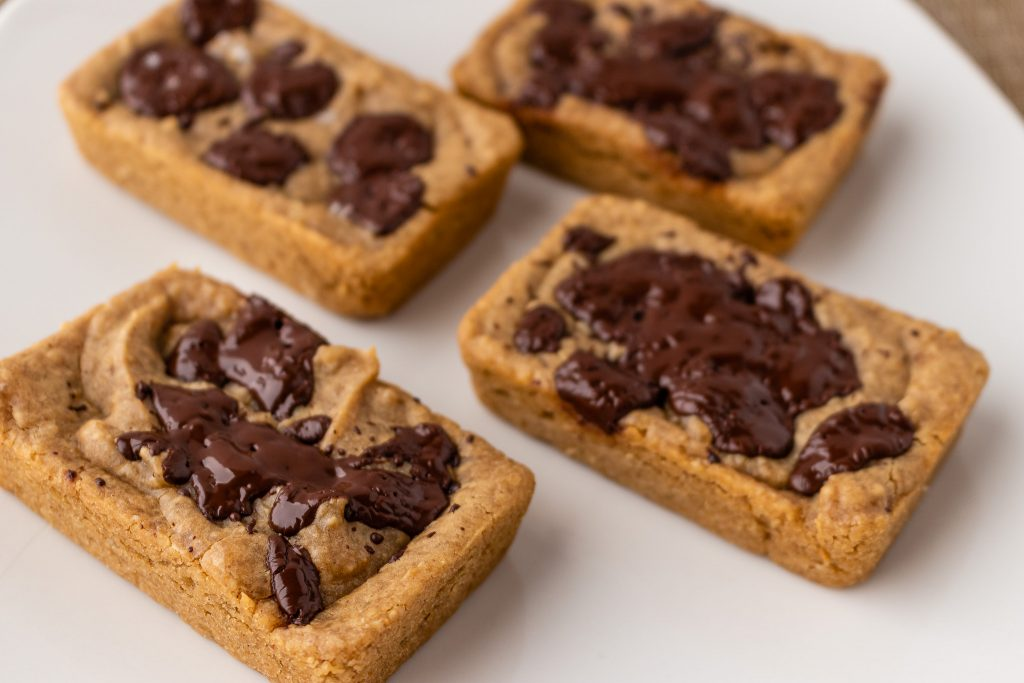 Peanut butter bean blondies with melted chopped chocolate