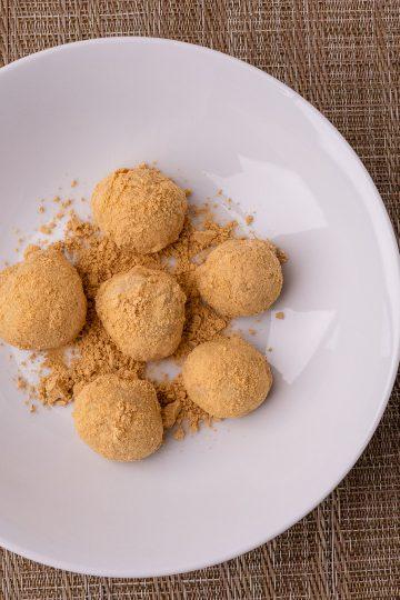 Injeolmi - Korean Rice Cakes with Roasted Bean Powder