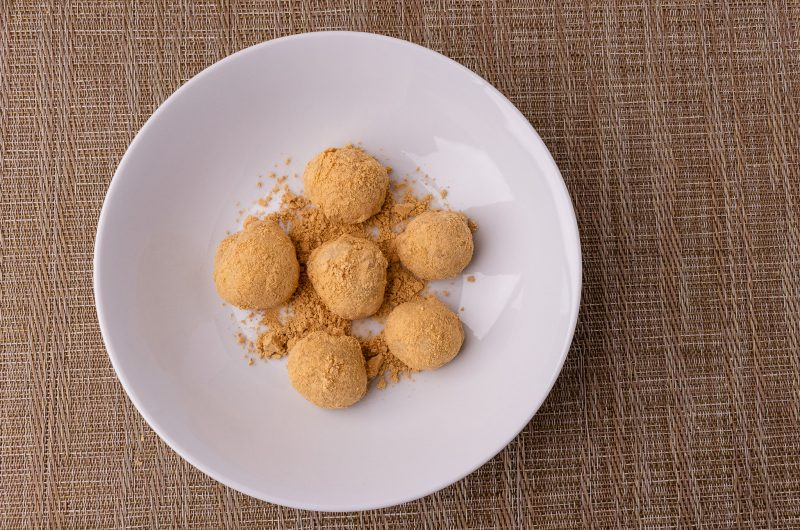 Injeolmi - Korean Rice Cakes with Roasted Soybean Powder