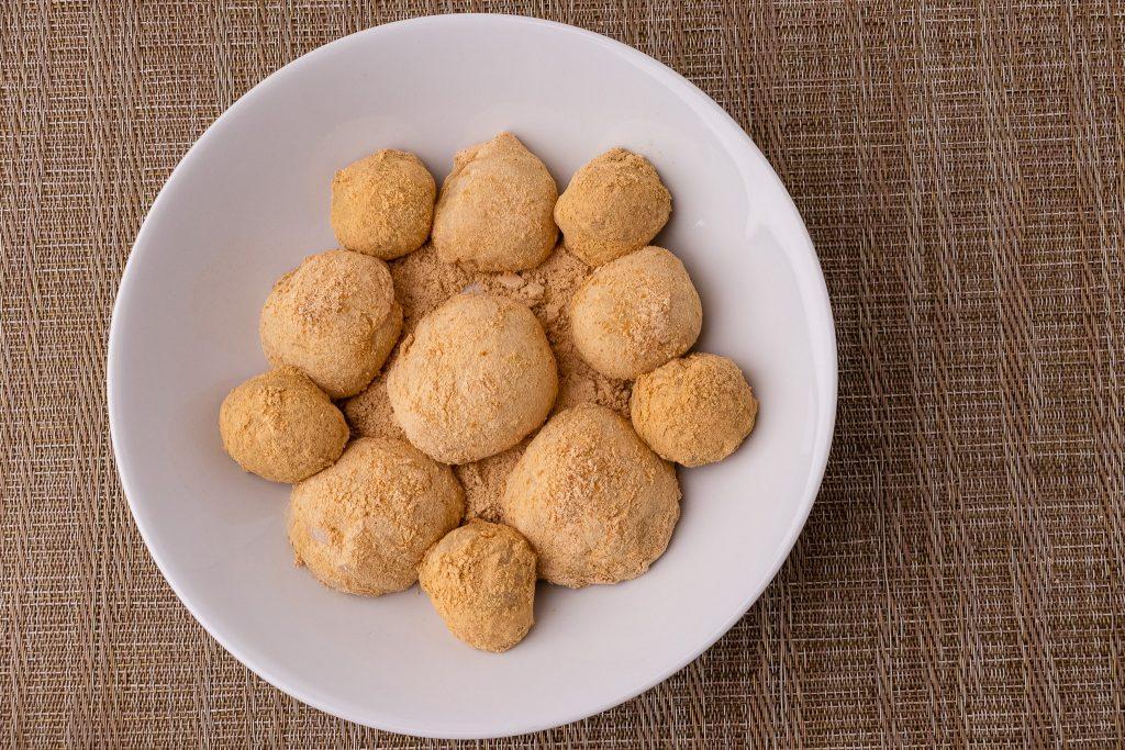 Injeolmi - Korean Rice Cakes with Peanut and Roasted Bean Powder
