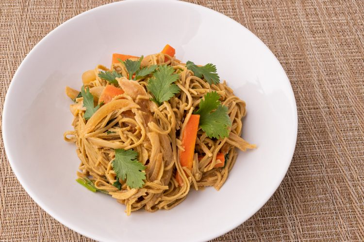 Edamame Spaghetti with Spicy Peanut Sauce